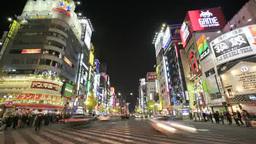 新宿靖国通りの交差点を行き交う人の群衆と Footage