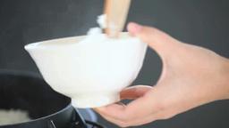 お釜からご飯を盛る女性の手 Footage