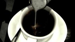 ミルクが注がれるコーヒー Footage
