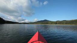 川を渡るカヌーと自然 Footage