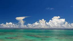 積乱雲とサンゴ礁の海 Footage