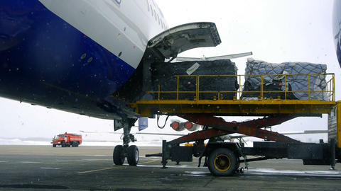 Aircraft unloading Stock Video Footage