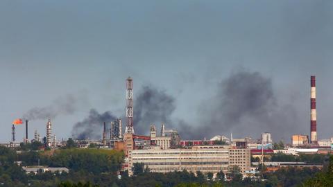black smoke on refinery plant - timelapse Stock Video Footage