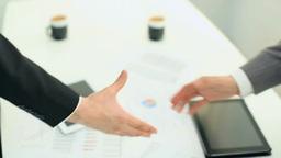 握手をするビジネスマンの手元 Footage