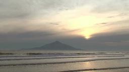 サロベツ海岸から見る夕映えの利尻富士 ビデオ