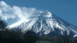 忍野村から望む雲たなびく富士山 Footage