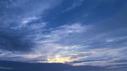 流れる雲と太陽 Footage