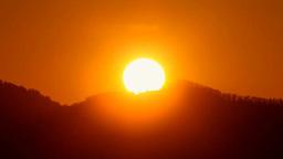 山並みからの日の出 Footage