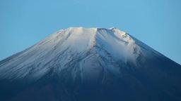 二十曲峠から望む冠雪の富士山 Stock Video Footage