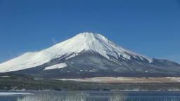 凍る山中湖と富士山 Footage