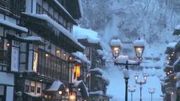 雪降る銀山温泉の夕暮れ Footage