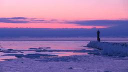 灯台と流氷とけあらしの夜明け Stock Video Footage