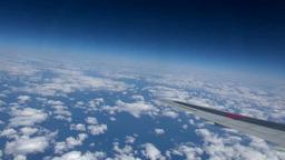飛行機の翼と海と雲 Footage