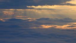 朝の雲海と光芒 Stock Video Footage