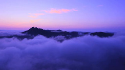 霧の摩周湖の夜明けと摩周岳 Stock Video Footage