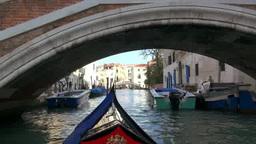 運河とゴンドラと街並み Stock Video Footage