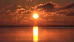 朝焼けの海の日の出 Footage