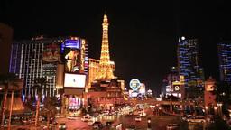 ラスベガスのストリップの街並みの夜景 stock footage