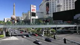 ラスベガスのストリップの街並みとエッフェル塔... Stock Video Footage