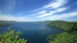 十和田湖と観光船 Stock Video Footage