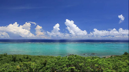 玉取崎展望台から石垣島のサンゴ礁の海 Stock Video Footage