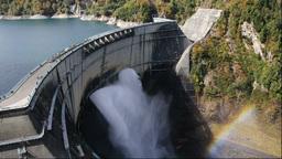 紅葉の黒部湖と黒部ダムの放水 Stock Video Footage