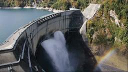 紅葉の黒部湖と黒部ダムの放水 Footage