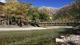 紅葉の上高地の梓川と穂高連峰と河童橋 Footage