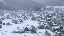 城山天守閣展望台から冬の白川郷の降雪 Stock Video Footage