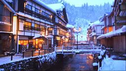 冬の銀山温泉の夕景 Footage