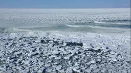 能取岬から見るオホーツク海の流氷と波 Stock Video Footage
