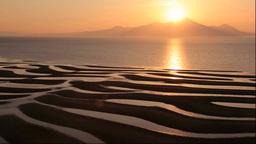 有明海の御輿来海岸の砂干潟と夕焼の雲仙普賢岳... Stock Video Footage