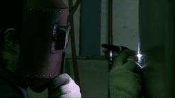 マスクをして溶接する職人 Footage
