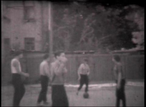 22 Boys playing basket 48 sek Stock Video Footage