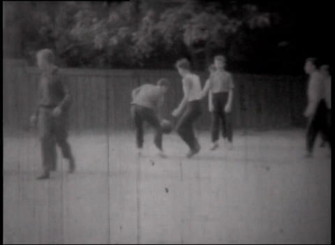 22 Boys playing basket 48 sek Stock Video Footage