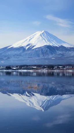 河口湖と雪の富士山 影片素材
