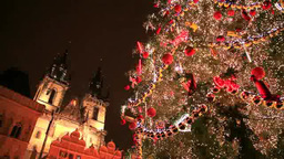 ディーン教会と旧市街広場のクリスマスツリー Footage