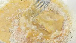 卵とチーズを混ぜる Footage