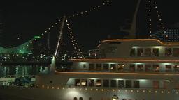 ハーバーランドのモザイク前からポートタワーと客船を望 Footage