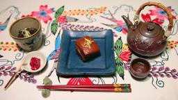 琉球料理と泡盛古酒、琉球紅型の布(画角ワイド) Footage