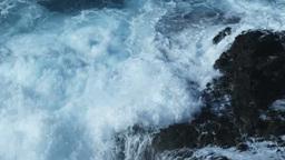 岩にぶつかりはねる波 Footage