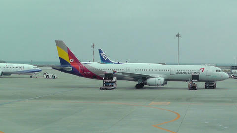 Okinawa Naha Airport 23 asiana airlines Stock Video Footage