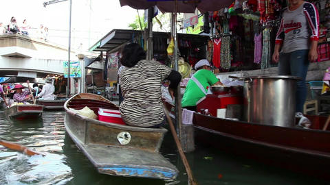 4of 9 Thailand , Southeast Asia , Damnoen Saduak Floating Market Near Bangkok stock footage
