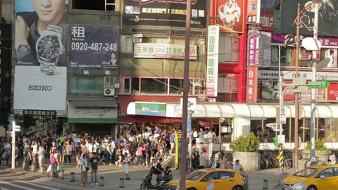 Crowds walking out of Ximending MRT station WS Live影片