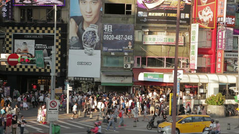 Crowds walking out of Ximending MRT station WS 1 Live影片