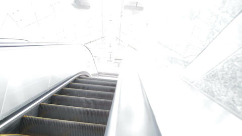 Escalator to bright white light Live影片