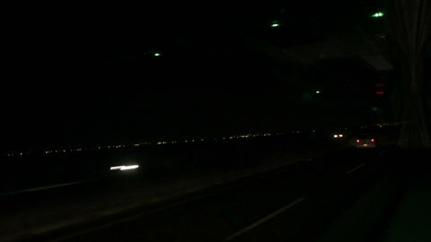 Passing traffic and lights from bus at night 1 Live影片