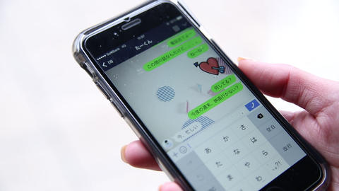Texting to boyfriend ビデオ