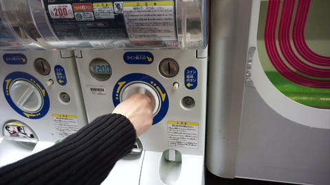 OSAKA, JAPAM - MARCH 2015: Toy vending machine in Japan, capsule toy Footage