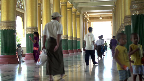 Shwedagon Pagoda, entrance hall Live Action